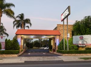 Centrepoint Midcity Motor Inn - Accommodation Whitsundays