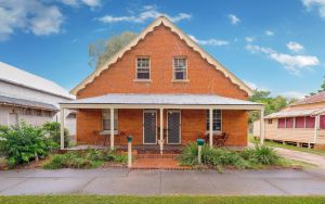 Eliza 1875 Red Brick Duplex Townhouse - Accommodation Whitsundays