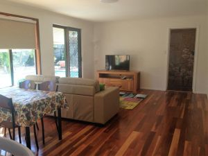 Lemon Tree Lodge - Accommodation Whitsundays