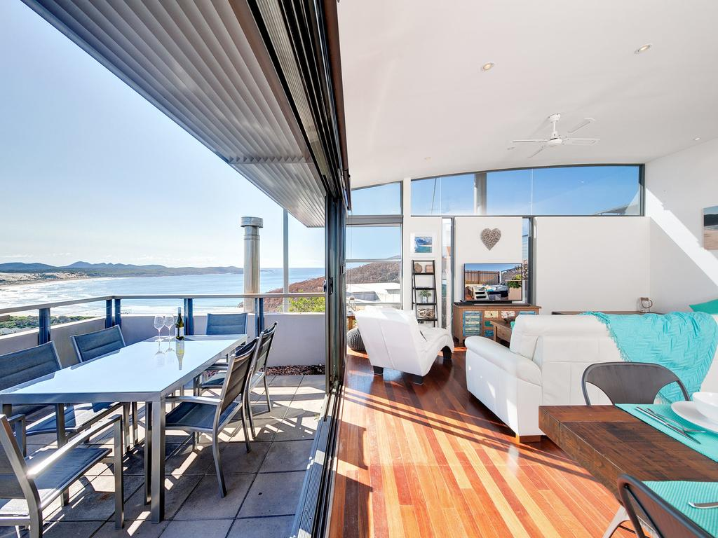 One Mile Cl Townhouse 22 26 The Deckhouse - Accommodation Whitsundays
