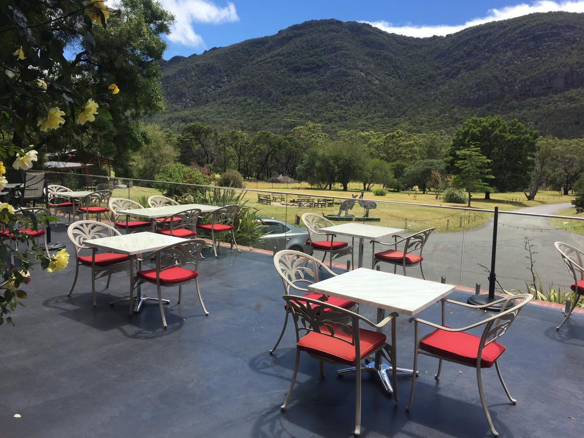 The Grampians Motel and The Views Bar  Restaurant - Accommodation Whitsundays