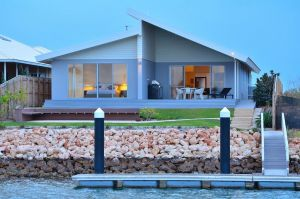 The Carnarvon Luxury Canal Home - Accommodation Whitsundays