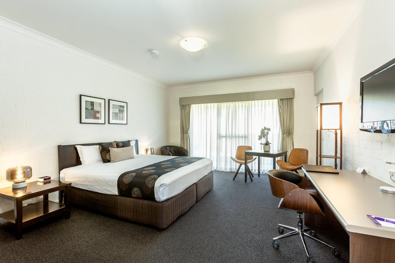 Blazing Stump Motel  Suites - Accommodation Whitsundays
