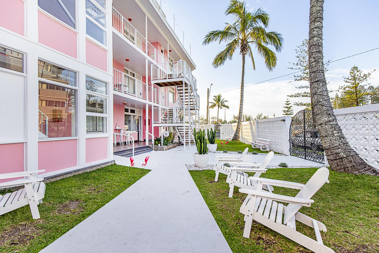 The Pink Hotel Coolangatta - Accommodation Whitsundays
