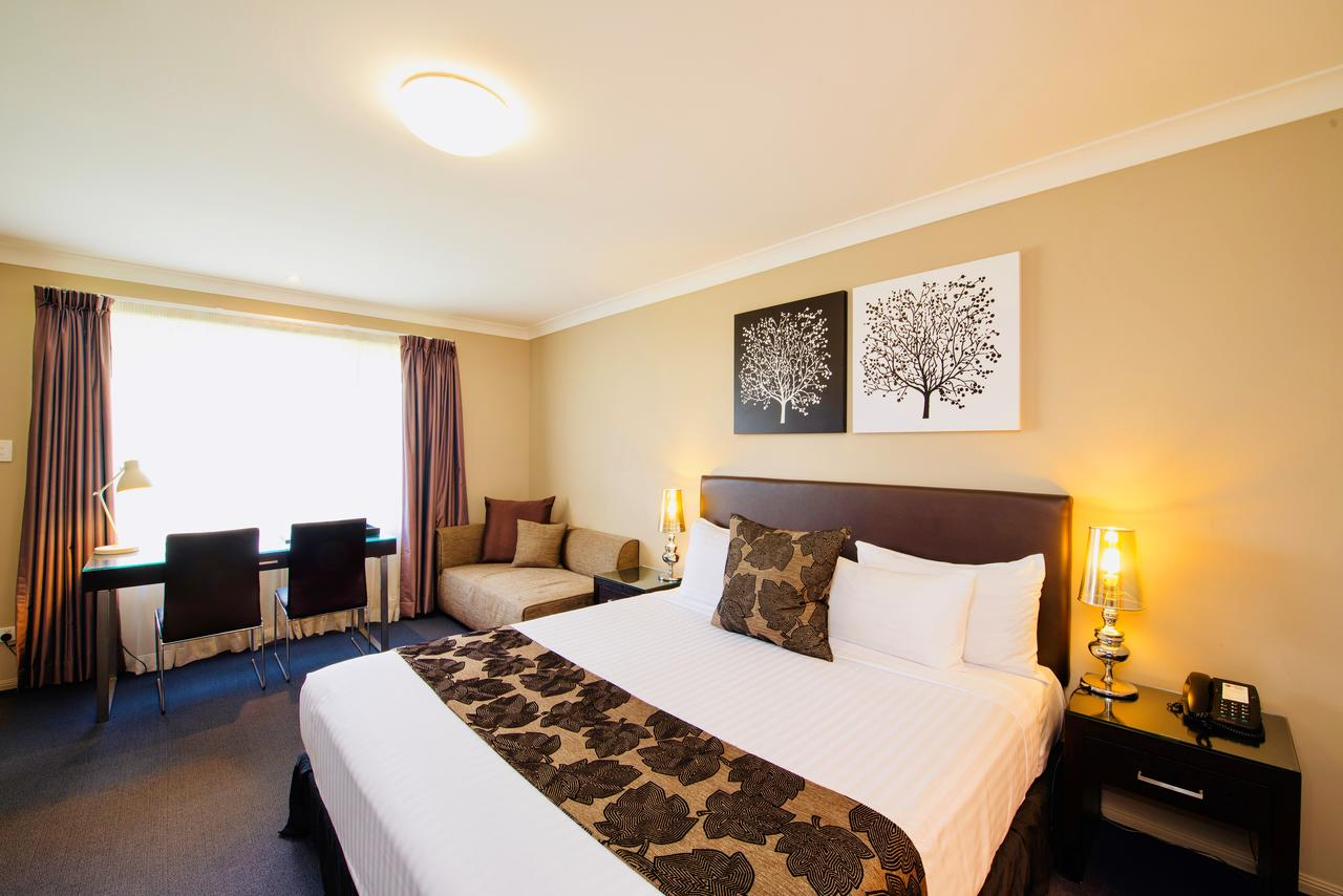 Best Western Plus Ambassador On Ruthven Motor Inn - Accommodation Whitsundays