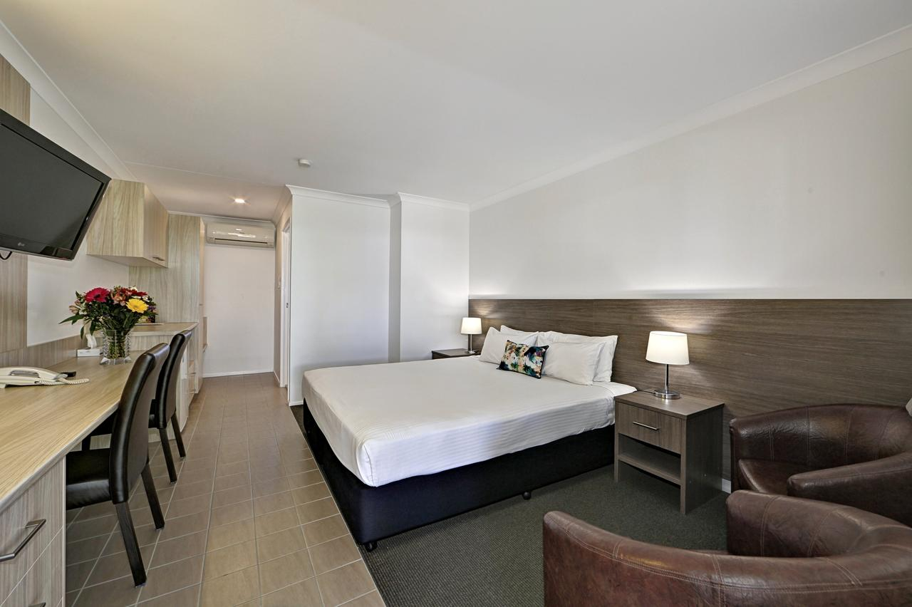 Smart Motels Bert Hinkler - Accommodation Whitsundays